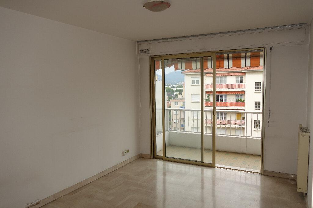 Appartement à louer 1 30.95m2 à Cannes vignette-1