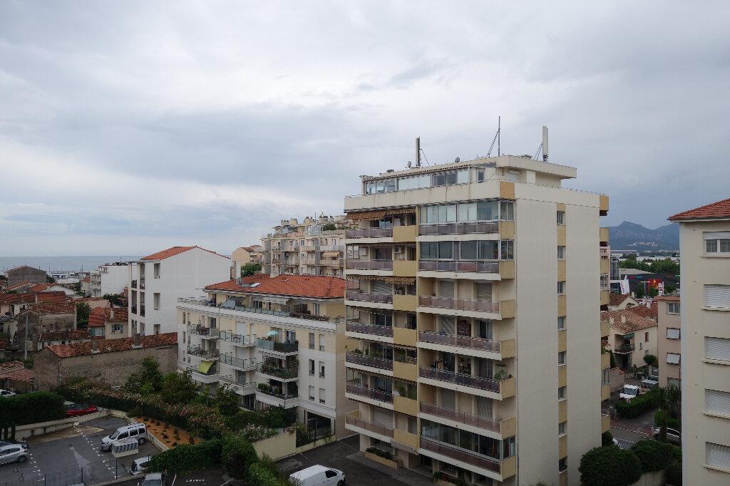 Appartement à louer 1 30.95m2 à Cannes vignette-3
