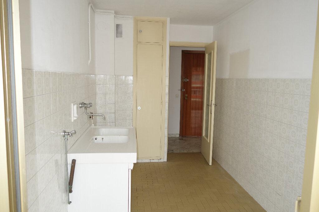 Appartement à louer 1 30.95m2 à Cannes vignette-5