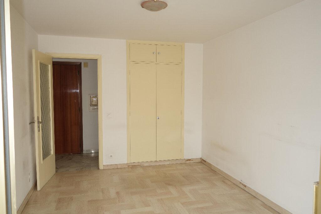 Appartement à louer 1 30.95m2 à Cannes vignette-7