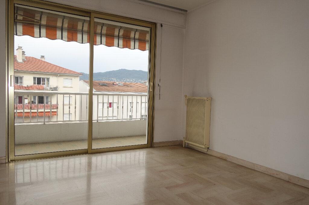 Appartement à louer 1 30.95m2 à Cannes vignette-10