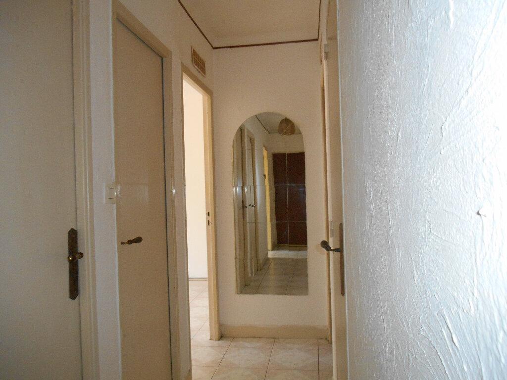 Appartement à louer 3 64m2 à Cannes vignette-5