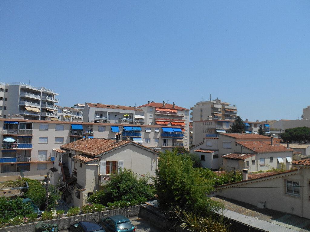 Appartement à louer 2 55.28m2 à Cannes vignette-2