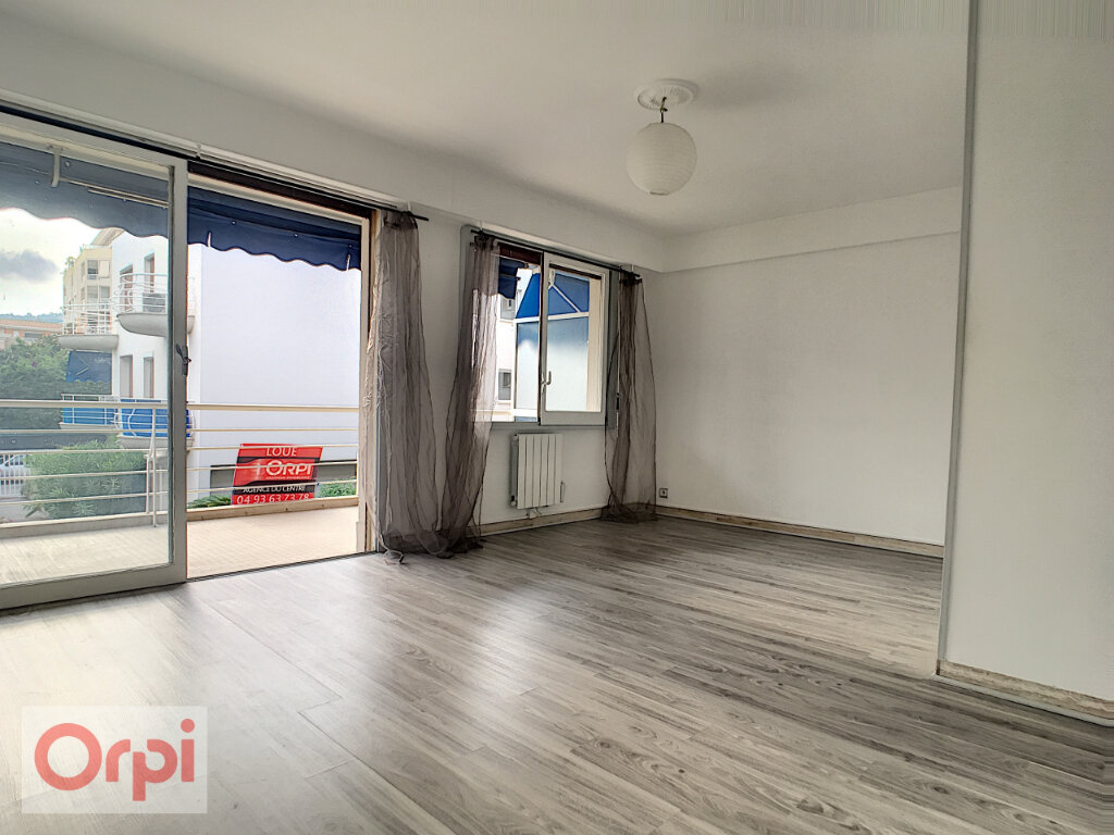 Appartement à louer 1 32.15m2 à Golfe Juan - Vallauris vignette-2