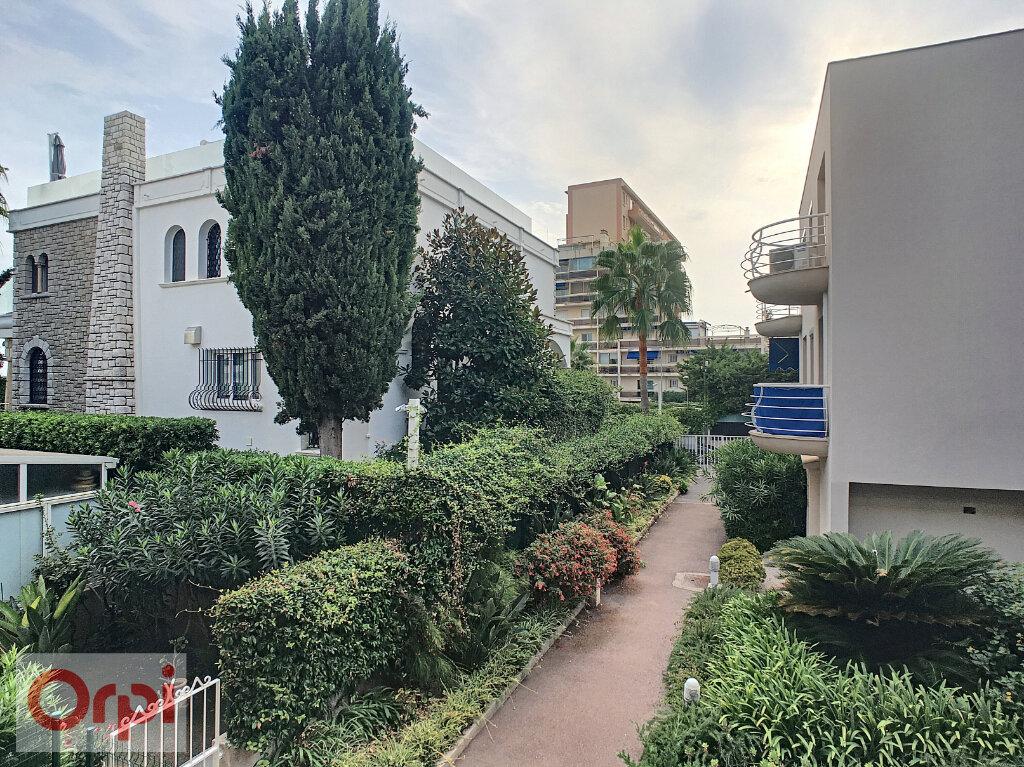 Appartement à louer 1 32.15m2 à Golfe Juan - Vallauris vignette-6