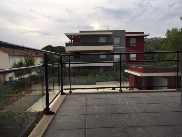 Appartement à louer 4 79.52m2 à Golfe Juan - Vallauris vignette-1