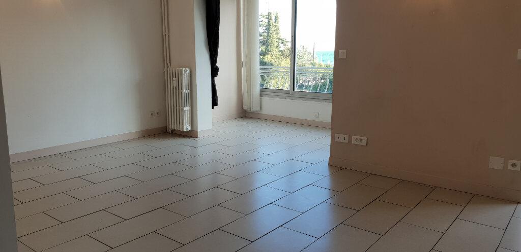 Appartement à louer 1 31m2 à Cannes vignette-3