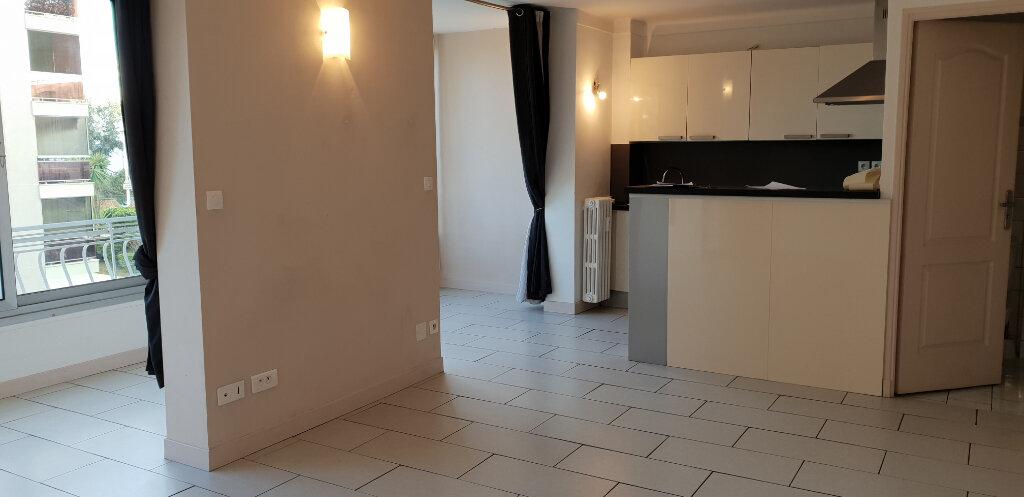 Appartement à louer 1 31m2 à Cannes vignette-4