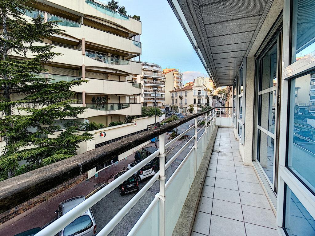 Appartement à louer 4 80m2 à Cannes vignette-3