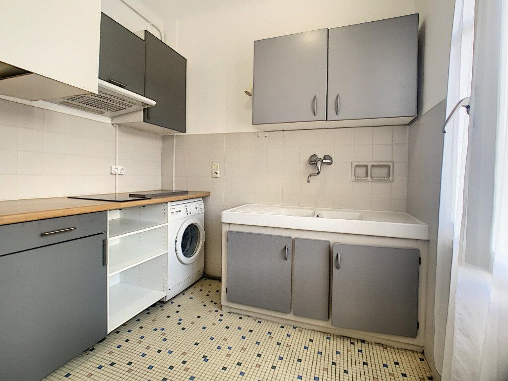Appartement à louer 1 27m2 à Le Cannet vignette-1