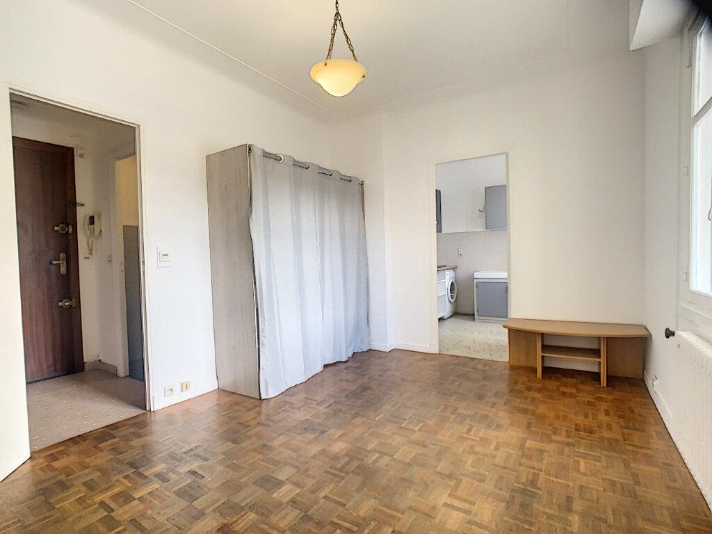 Appartement à louer 1 27m2 à Le Cannet vignette-3