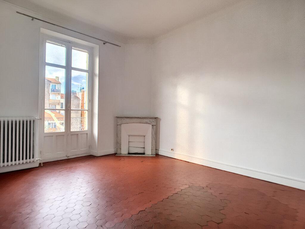 Appartement à louer 3 61.05m2 à Cannes vignette-3