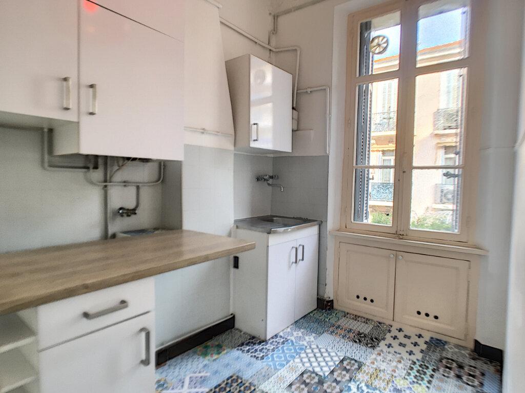 Appartement à louer 3 61.05m2 à Cannes vignette-5