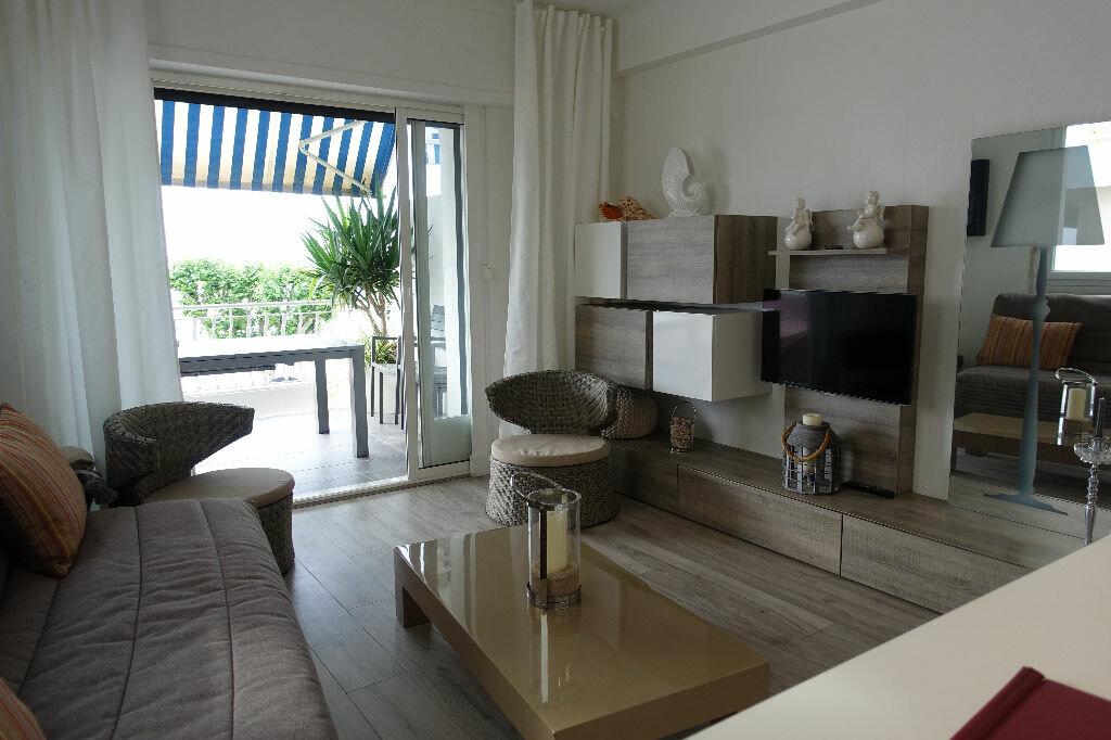 Appartement à louer 2 40.16m2 à Golfe Juan - Vallauris vignette-2