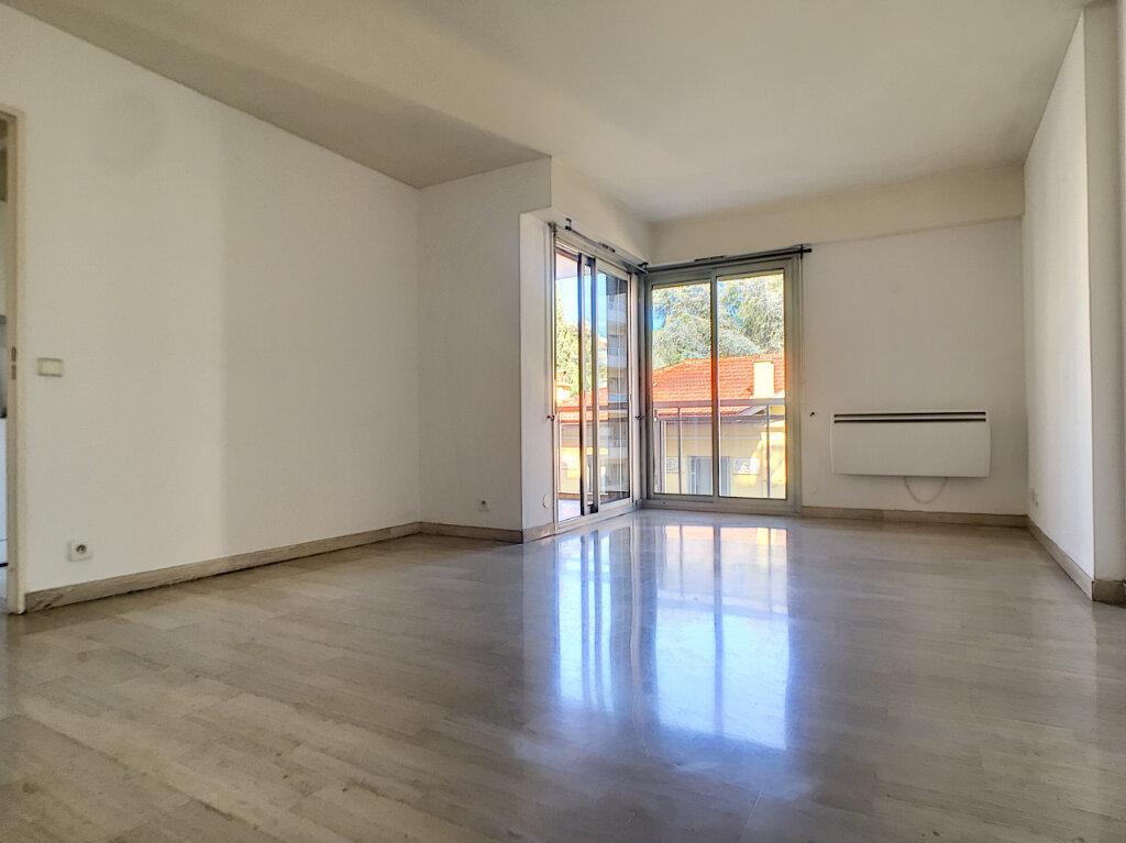 Appartement à louer 2 46.71m2 à Cannes vignette-1