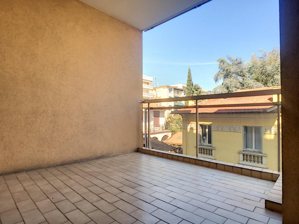 Appartement à louer 2 46.71m2 à Cannes vignette-5