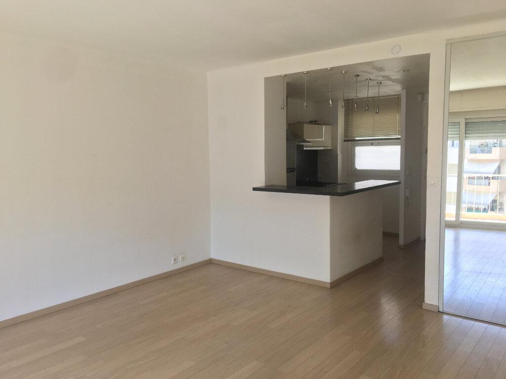 Appartement à louer 1 32.7m2 à Cannes vignette-1