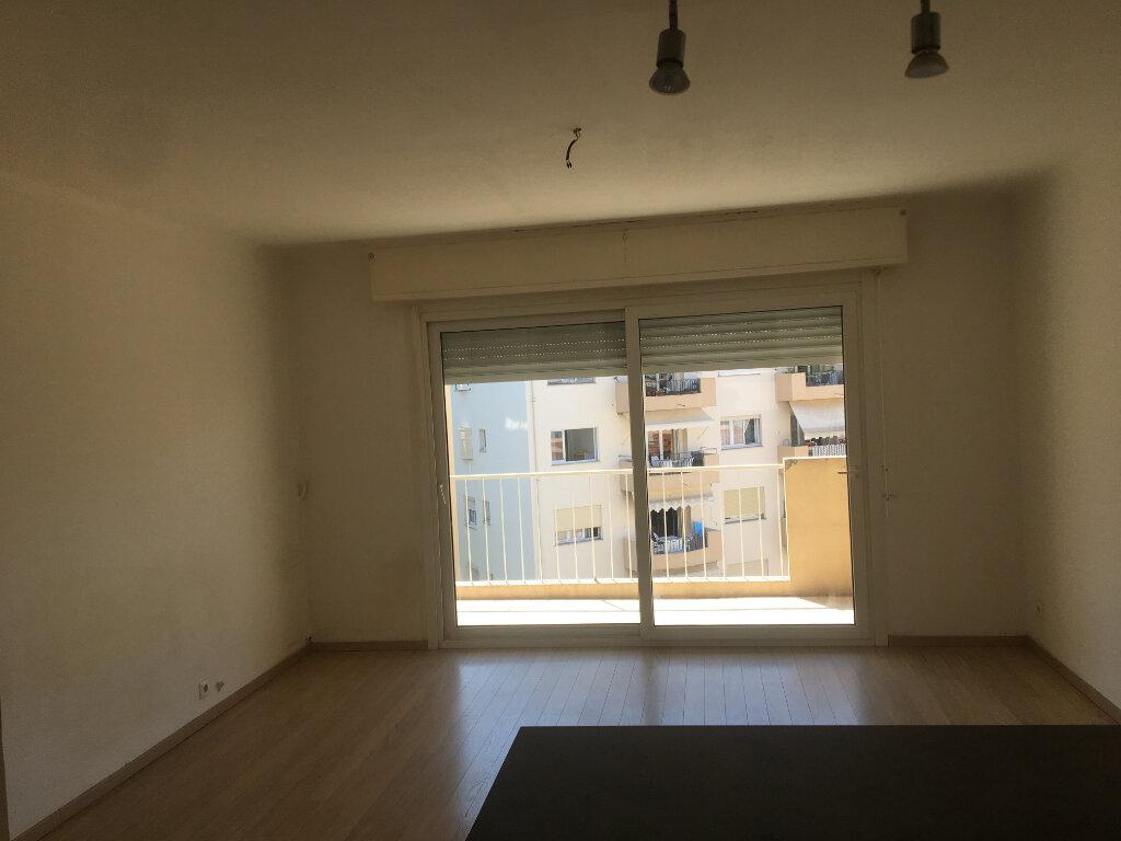 Appartement à louer 1 32.7m2 à Cannes vignette-3