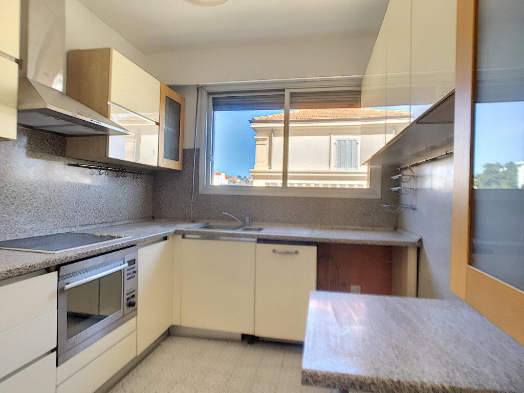 Appartement à louer 3 67.5m2 à Cannes vignette-3