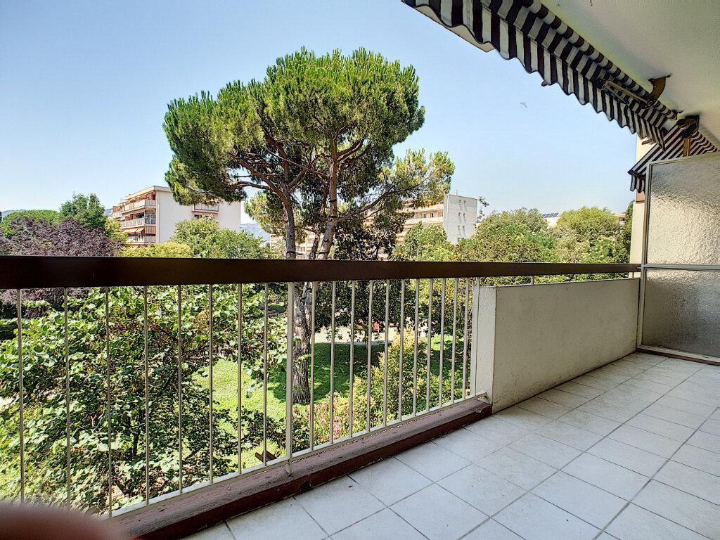 Appartement à louer 3 59m2 à Cannes vignette-2