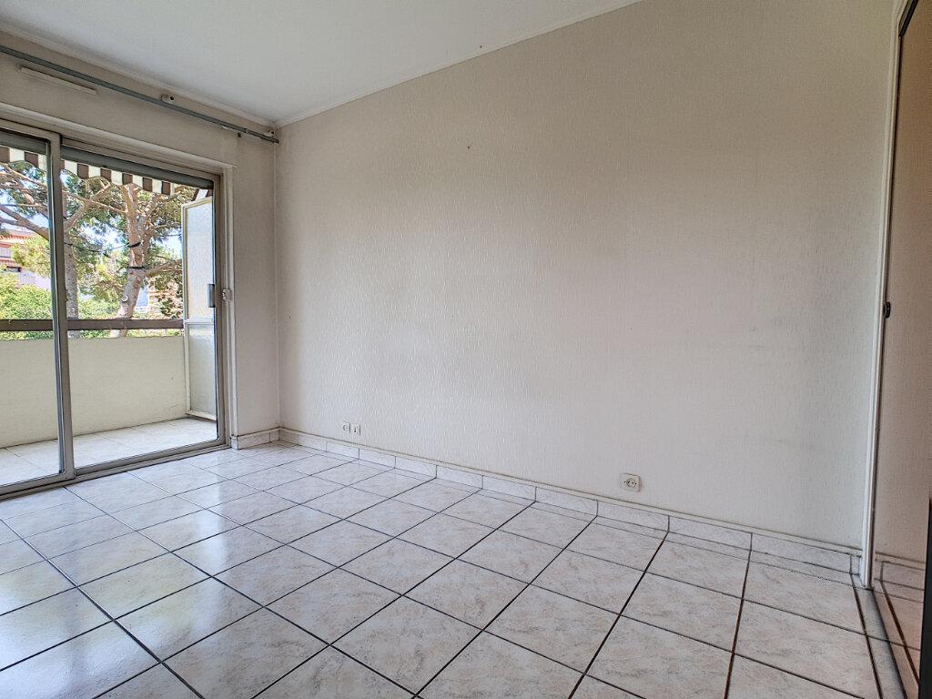 Appartement à louer 3 59m2 à Cannes vignette-5