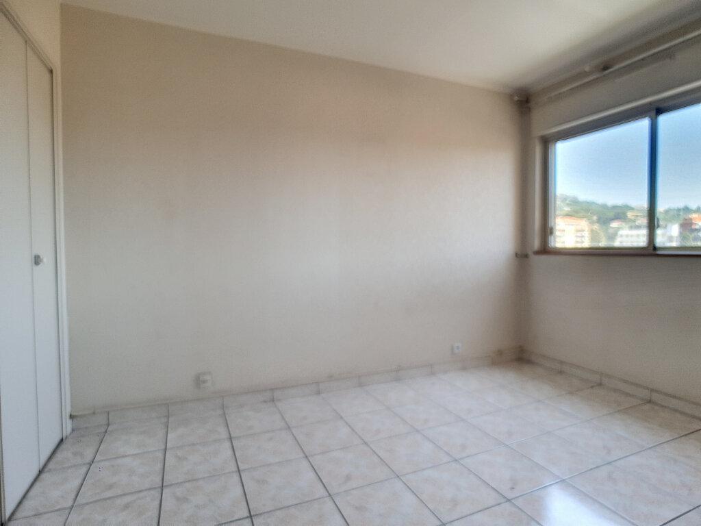 Appartement à louer 3 59m2 à Cannes vignette-6