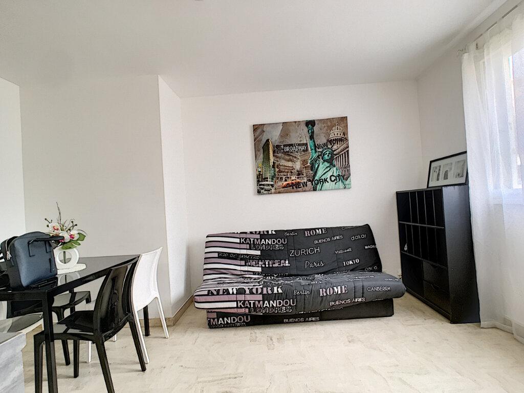 Appartement à louer 2 31m2 à Cannes vignette-2