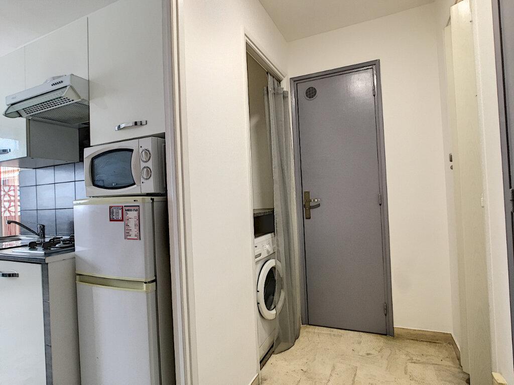 Appartement à louer 2 31m2 à Cannes vignette-4