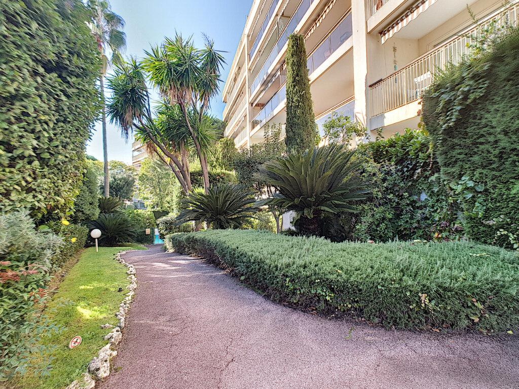 Appartement à vendre 3 66.81m2 à Cannes vignette-1