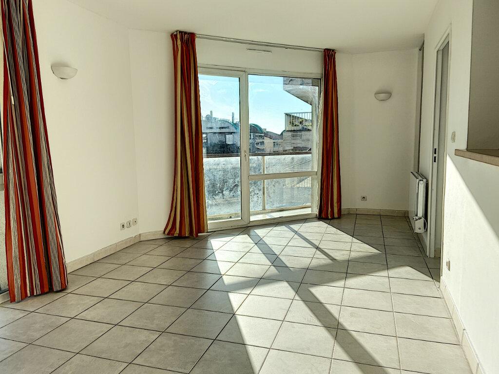 Appartement à louer 3 53m2 à Cannes vignette-1