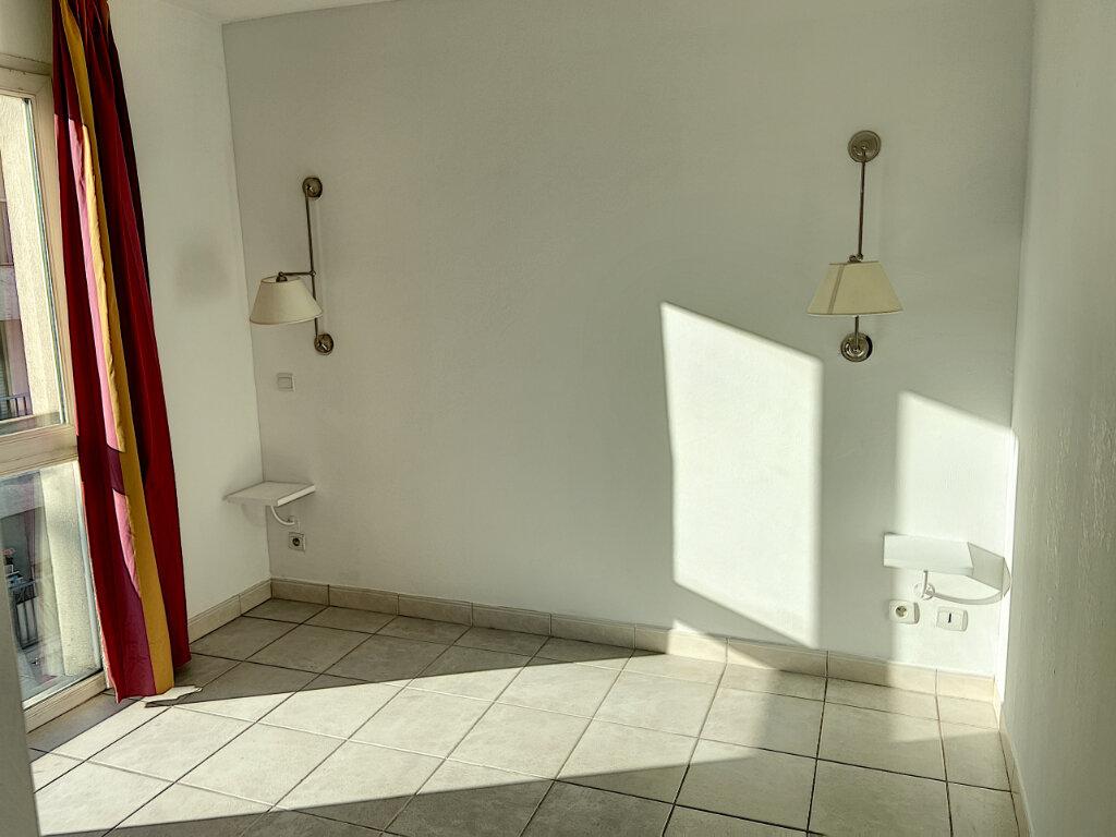 Appartement à louer 3 53m2 à Cannes vignette-4