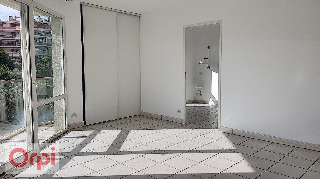 Appartement à louer 2 41m2 à Cannes vignette-2