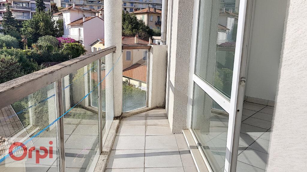 Appartement à louer 2 41m2 à Cannes vignette-3