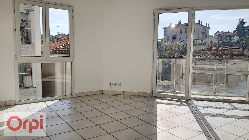 Appartement à louer 2 41m2 à Cannes vignette-6
