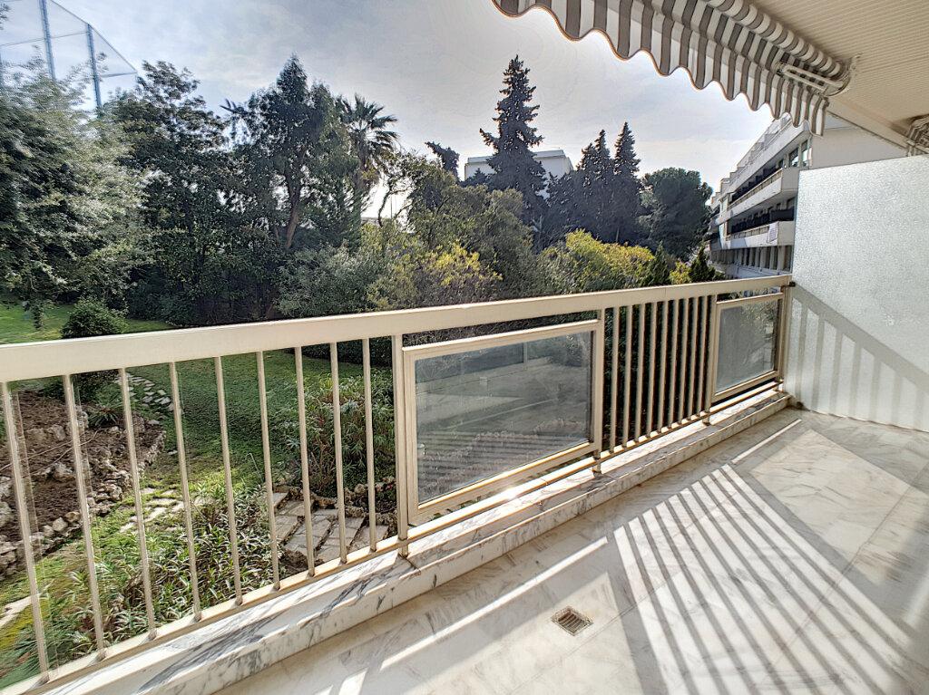 Appartement à louer 2 67.57m2 à Cannes vignette-3