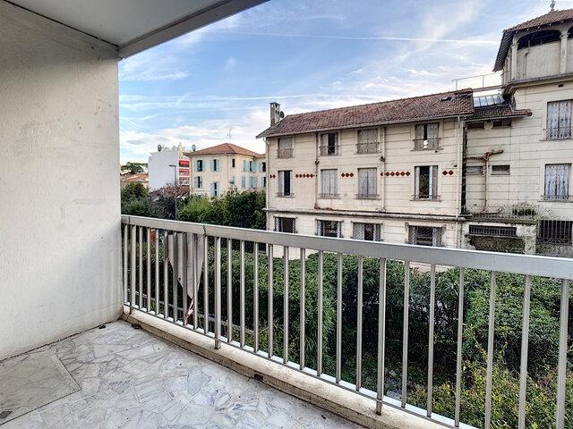 Appartement à louer 2 55.52m2 à Cannes vignette-3