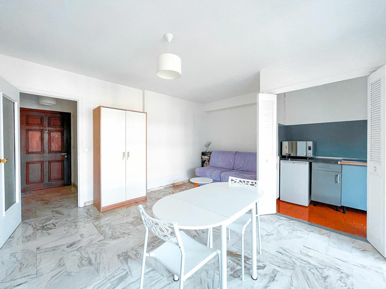 Appartement à louer 1 28m2 à Cannes vignette-1