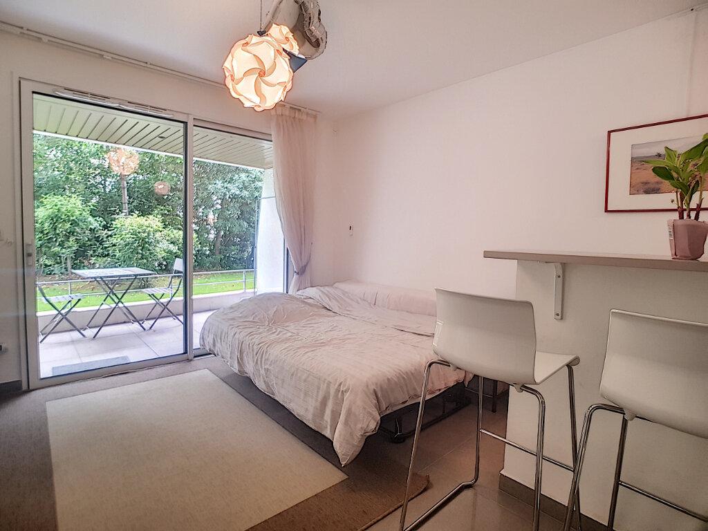 Appartement à louer 1 25.25m2 à Cannes vignette-2