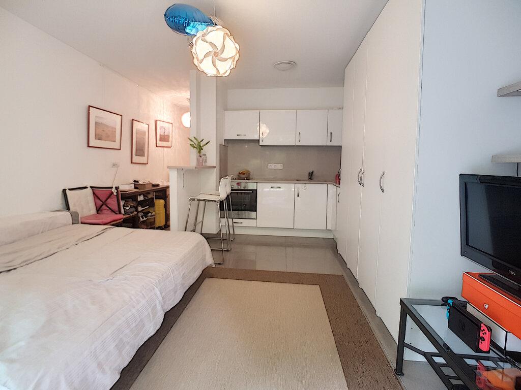 Appartement à louer 1 25.25m2 à Cannes vignette-9