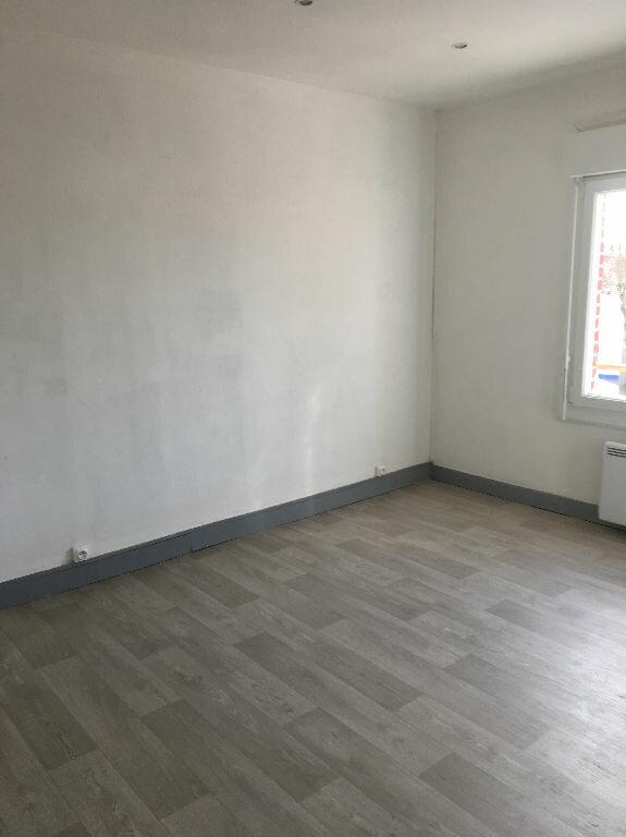 Maison à louer 3 55m2 à Tergnier vignette-4
