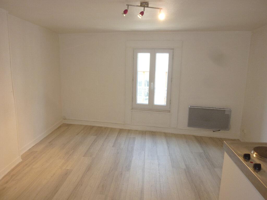 Appartement à louer 2 37m2 à Laon vignette-2