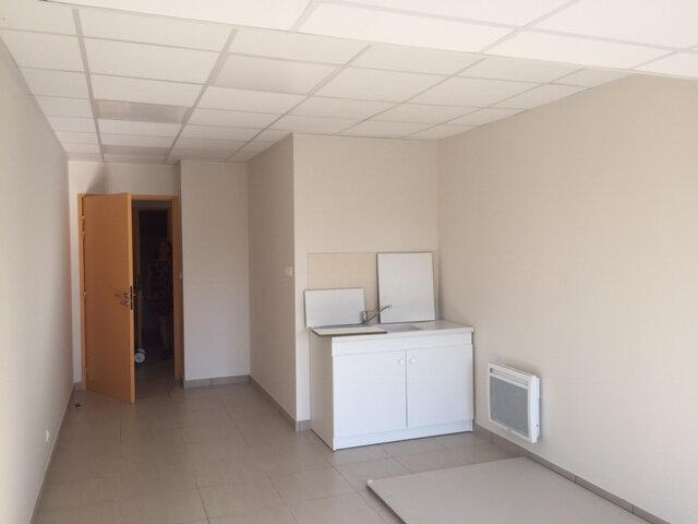 Appartement à louer 2 35m2 à Couvron-et-Aumencourt vignette-1