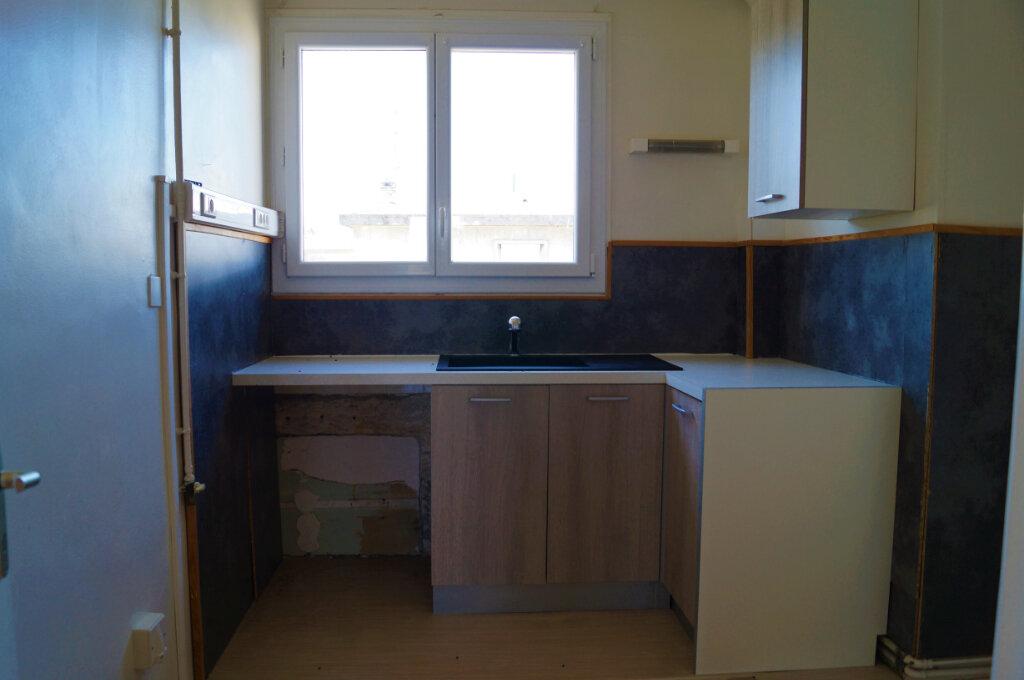Appartement à vendre 4 80m2 à Laon vignette-4