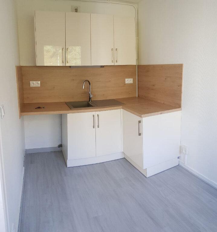Appartement à louer 1 30m2 à Laon vignette-3