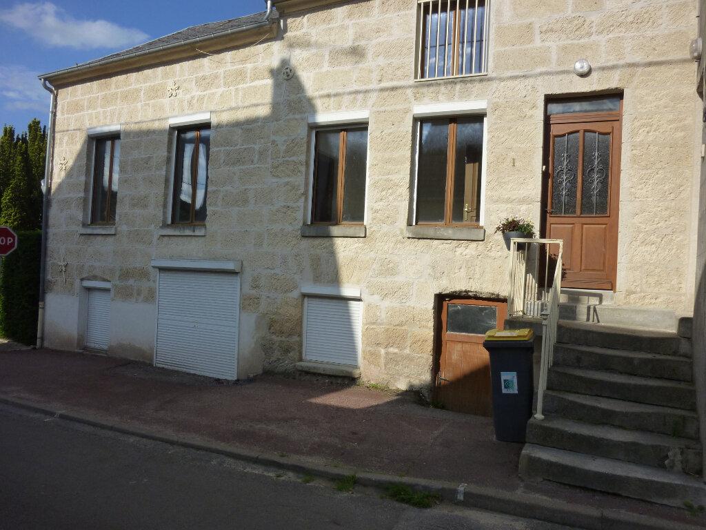 Appartement à louer 4 95m2 à Mauregny-en-Haye vignette-1