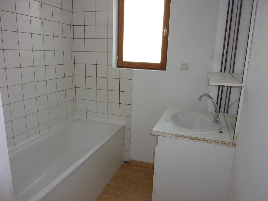 Appartement à louer 4 95m2 à Mauregny-en-Haye vignette-5