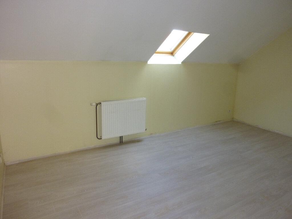 Appartement à louer 4 95m2 à Mauregny-en-Haye vignette-7