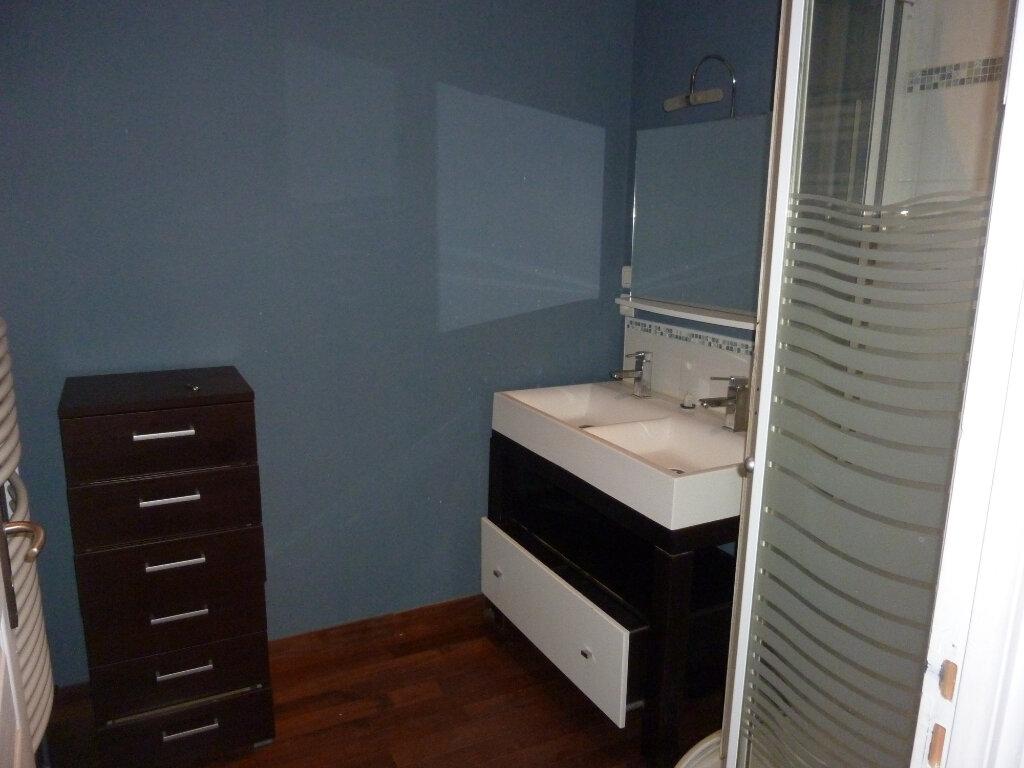 Maison à louer 9 330m2 à Nouvion-et-Catillon vignette-9