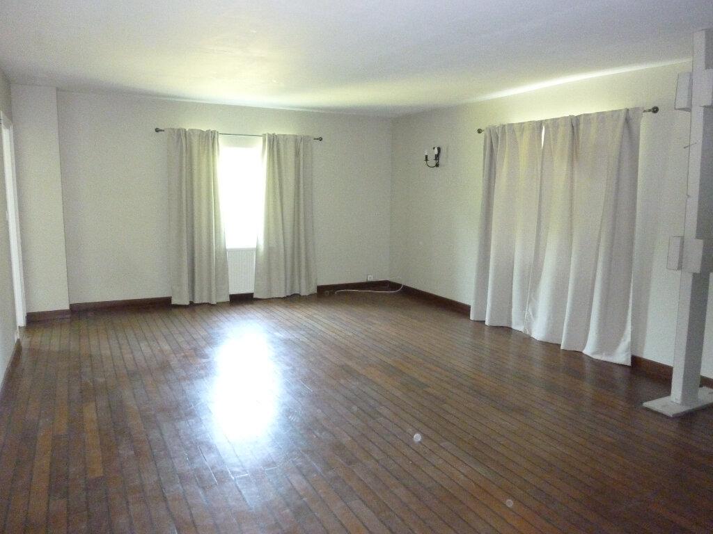 Maison à louer 9 330m2 à Nouvion-et-Catillon vignette-13