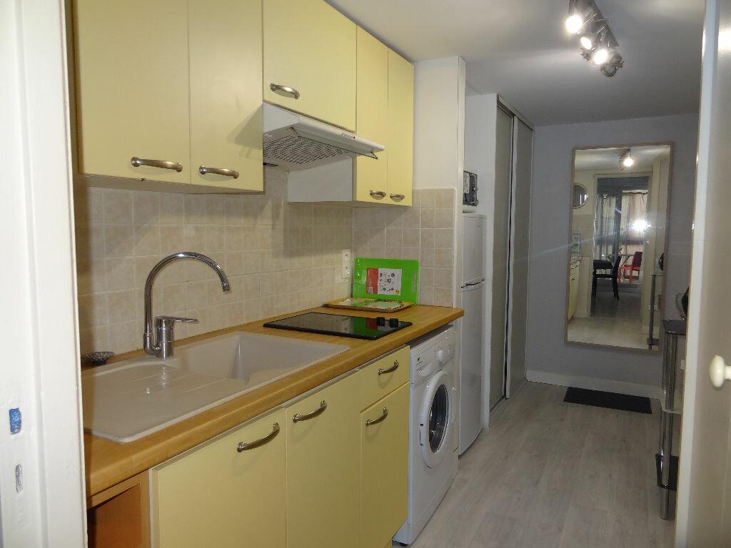 Appartement à louer 2 32m2 à La Grande-Motte vignette-3